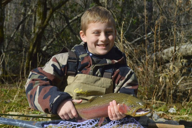 Kids guided fly fishing trips family fly fishing in the for Fishing in pigeon forge tn